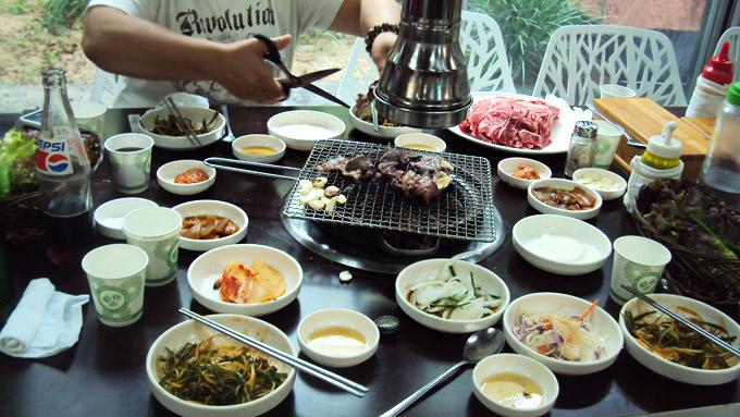 Kórejský spôsob stolovania v reštaurácii