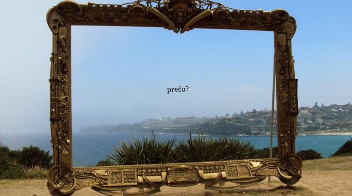 Fotka priesvitného obrazu bez plátna. Na pozadí nádherná austrálska pláž