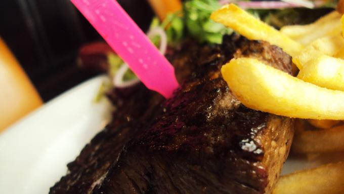 Austrálsky hovädzí steak s hranolkami