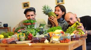 Lubo Jurík, Alex Kováčová a Lukáš Čech na vegan/raw food party