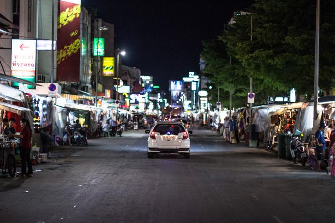 Každodenné nočné trhy v meste Chiang Mai