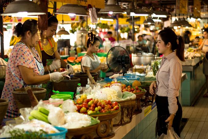 Obchodovanie na denných trhoch v Thajsku
