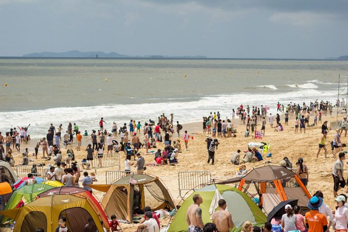 Pláž pri meste Boryoung v Kórei počas blatového festivalu