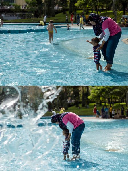 Moslimská žena sa blázni s dieťaťom vo vode