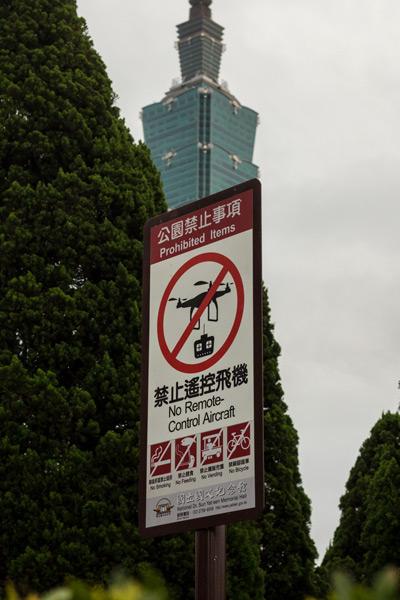 Zákaz používania dronov v mandarínčine a angličtine