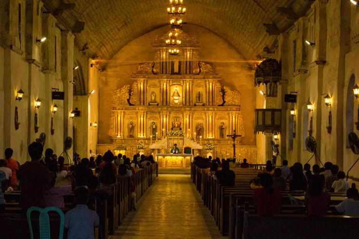 Filipíny sú jedinou krajinou v Ázii, v ktorej prevažuje kresťanská viera.