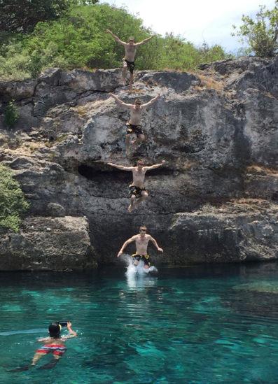 Skok z útesu na ostrove Cebu, Filipíny