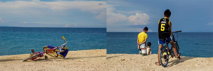 Filipínske deti sa hrajú na pláži na ostrove Cebu na Filipínach